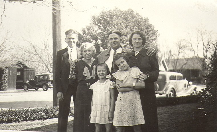 Left to right: Gene Glandon, Tillie Bromley, George and Hilda Glandon, Caroline and Margaret (girls in front) Glandon. Abt 1935